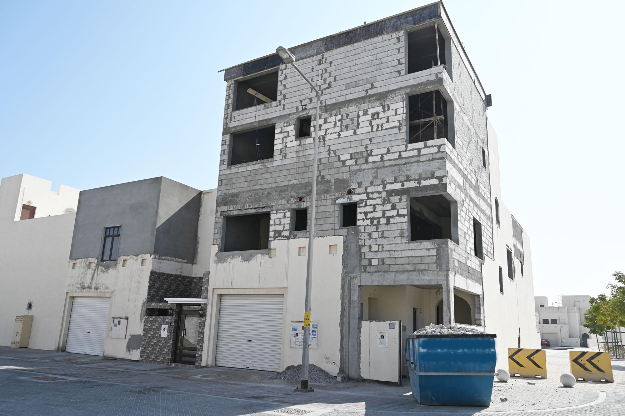 """""""الإسكان"""" الالتزام بقوانين البناء يساهم في الحفاظ على الواجهات المعمارية والحضارية للمدن والمشاريع الإسكانية"""