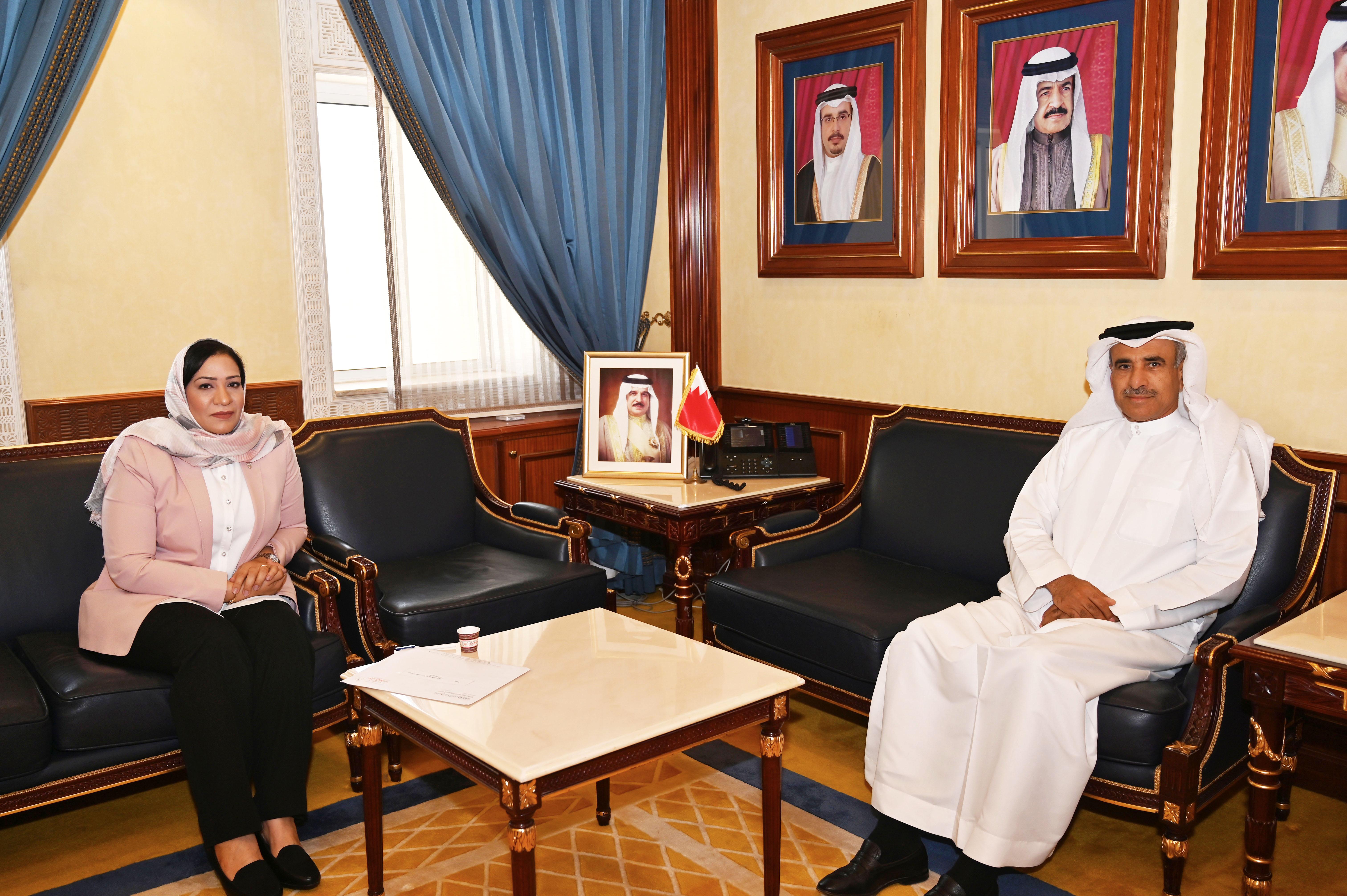 وزير الإسكان يستقبل النائب فاطمة القطري