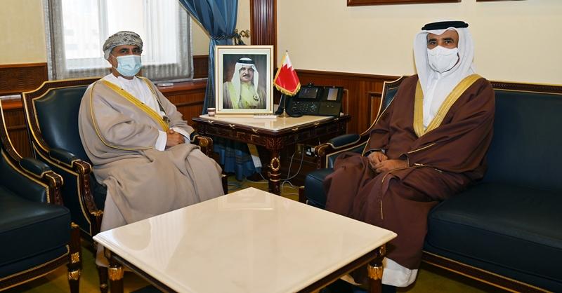وزير الإسكان يستقبل السفير العماني لدى مملكة البحرين